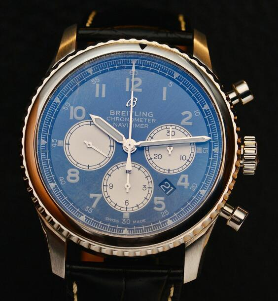 The blue dials have three silver sub-dials, creating a gentle and elegant feeling.