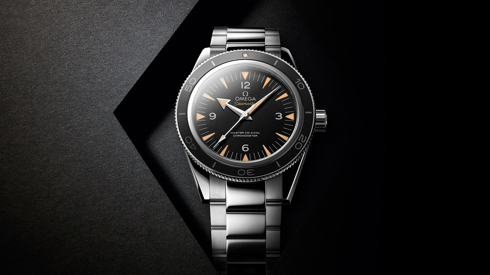 The accuracy has been guaranteed by the precise and reliable Omega Master Co-Axial movement.