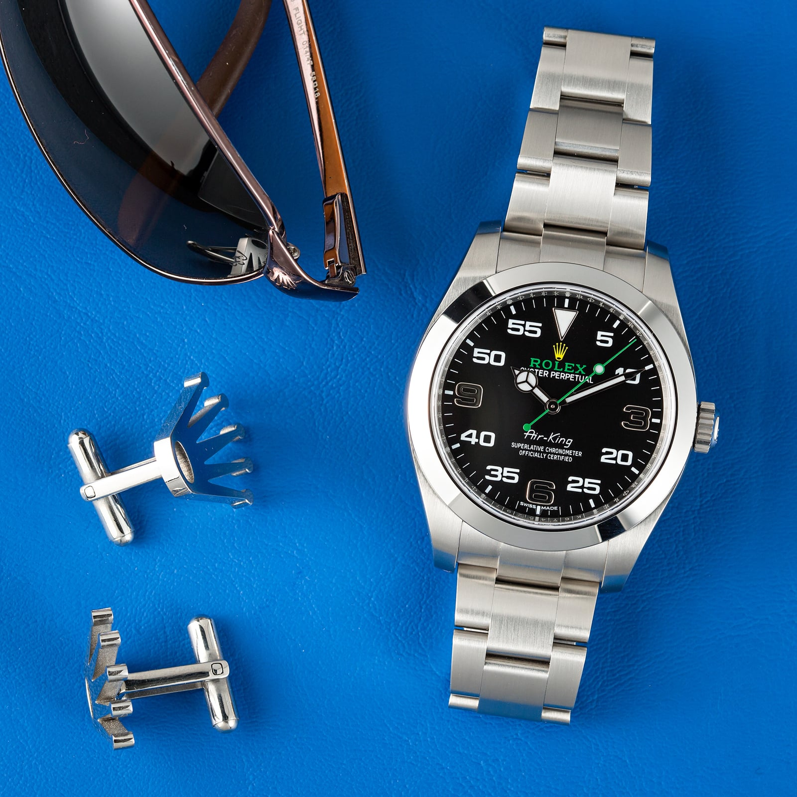 The Oystersteel copy watches have black dials.