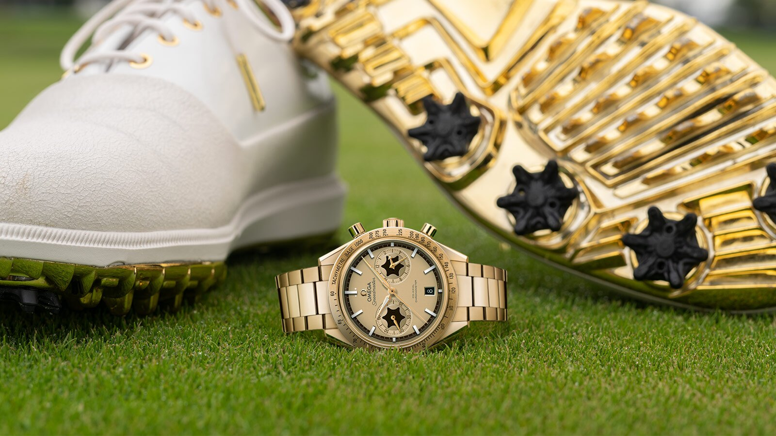 The champagne dials copy watches are made from 18k gold.