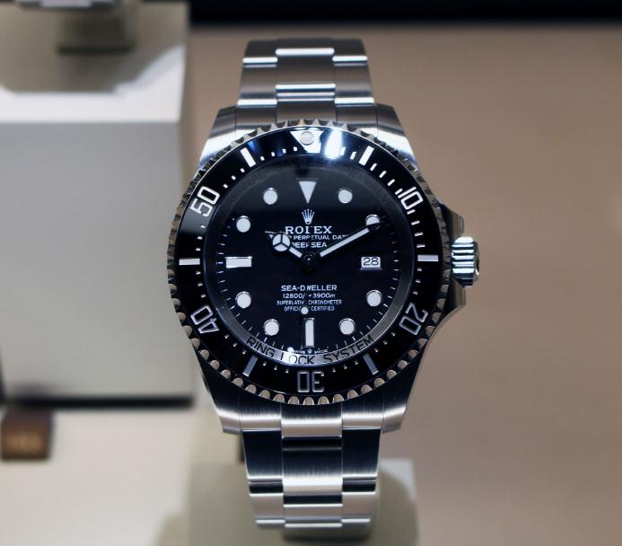 The water resistant replica watches are made from Oystersteel.